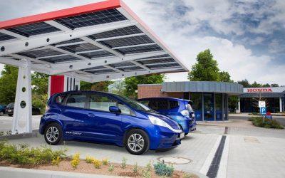 Solcellepaneler gir ladestasjon med 940 Volt